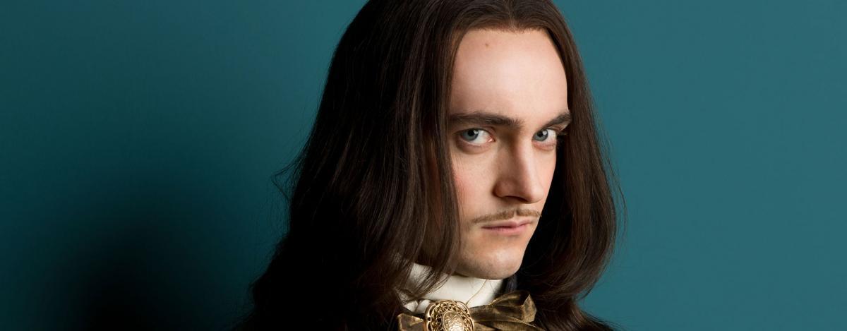 Версаль (Versailles) - актеры и роли, каст сериала - Людовик XIV (Louis XIV) - Джордж Благден.jpg