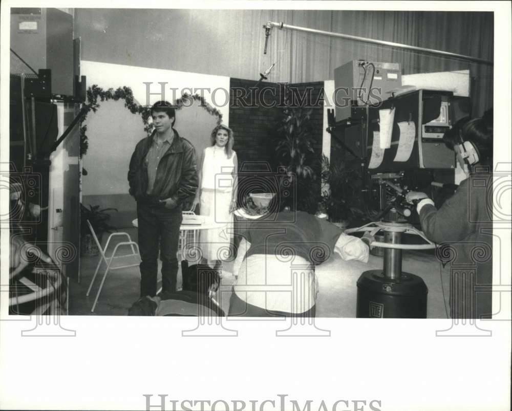 1986-Press-Photo-Student-Patti-McConnel-at-Santa.jpg