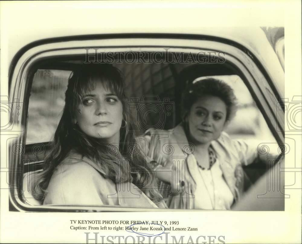1993-Press-Photo-Harley-Jane-Kozak-and-Lenore.jpg