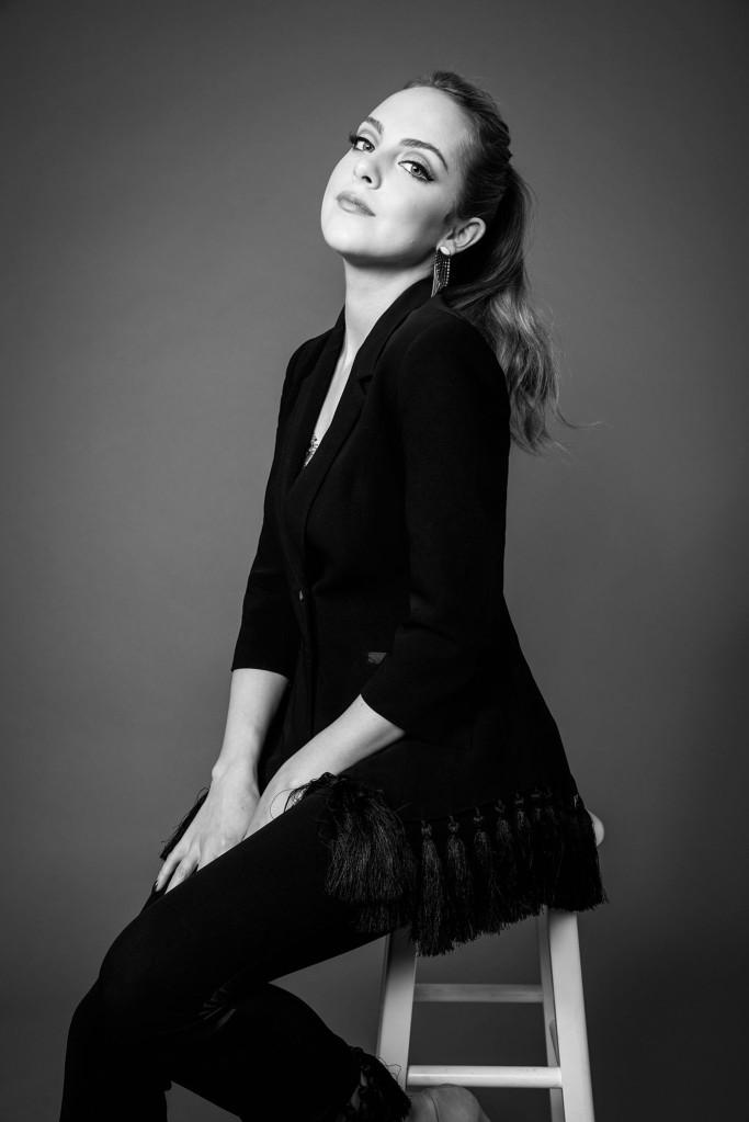 Liz Gillies - Return of Dynasty (04).jpg
