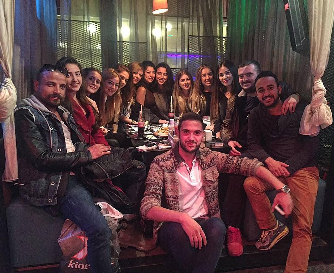 команда кесем султан - вечеринка в честь премьеры сериала.jpg