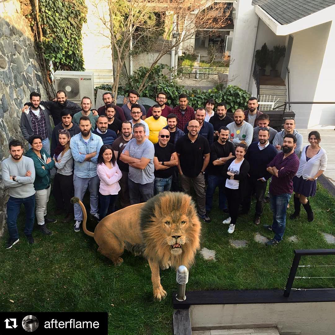 команда кесем султан со львом в день премьеры.jpg