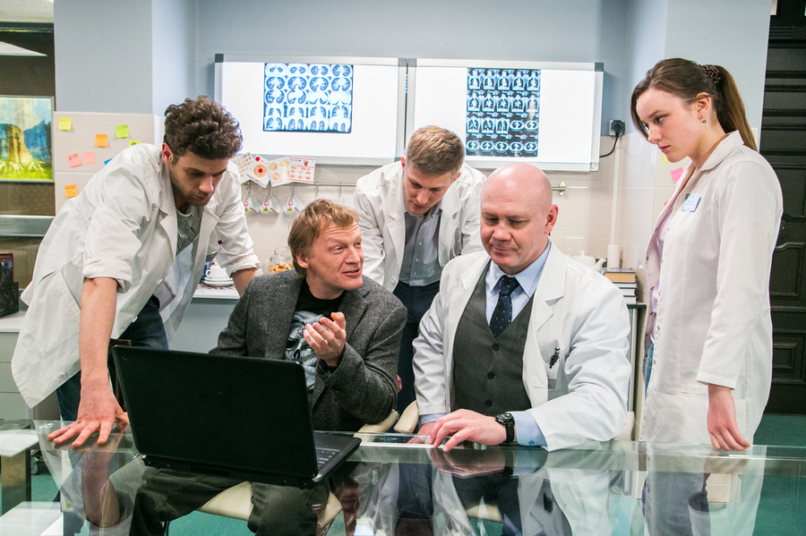 Доктор Рихтер - кадры из сериала (09).jpg